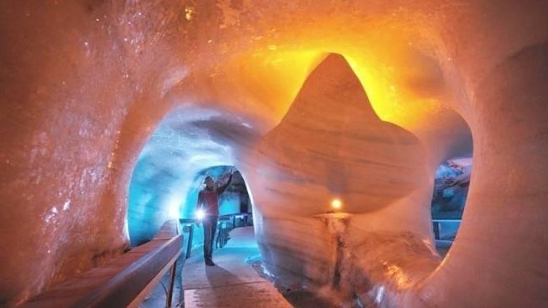 ถ้ำน้ำแข็ง ( ทิตลิส )