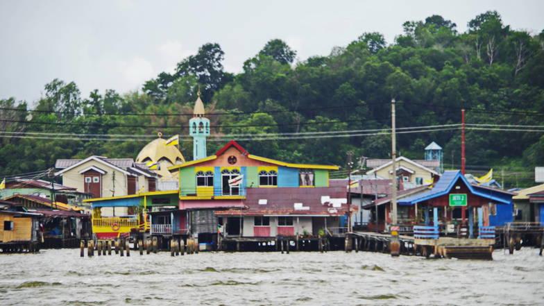 กัมปงไอเยอร์ - หมู่บ้านกลางน้ำ