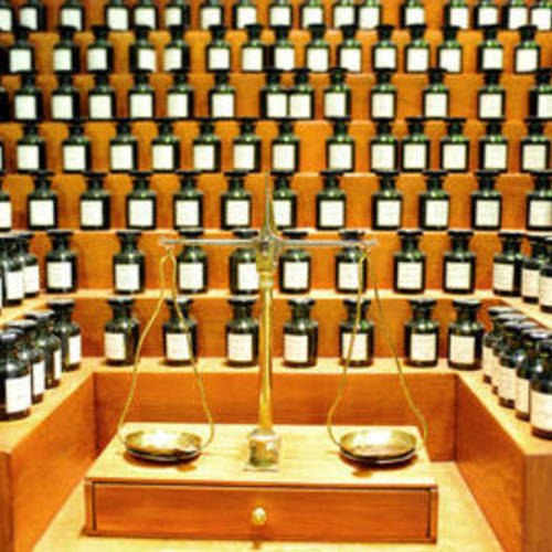 ทัวร์ฝรั่งเศส อิตาลี สวิส ฝรั่งเศส โรงงานผลิตน้ำหอม หรือ พิพิธภัณฑ์น้ำหอม