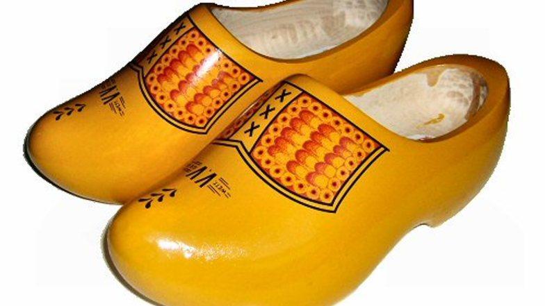 รองเท้าไม้