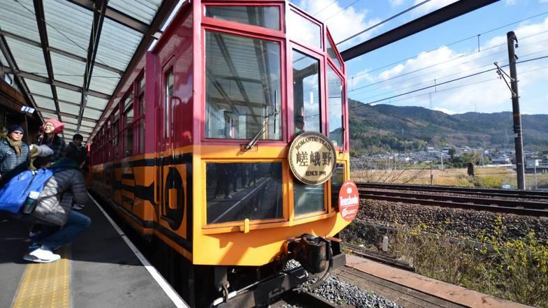 รถไฟโทรอคโกะ / โทร็อคโคะ