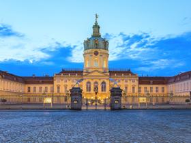 ทัวร์ยุโรปตะวันออก เยอรมนี โปแลนด์ สโลวัค ออสเตรีย 9 วัน 6 คืน กำแพงเบอร์ลิน พระราชวังเชินบรุนน์  บิน EK  เยอรมนี โปรแลนด์ สโลวาเกีย ออสเตรีย ทัวร์ วันแม่ วันอาสาฬหบูชา / วันเข้าพรรษา ทัวร์ยุโรปราคาถูก ทัวร์ยุโรปตะวันออก ออสเตรีย ฮังการี เช็ก สโลวาเกีย