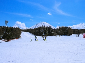 ทัวร์ญี่ปุ่น โตเกียว 5 วัน 3 คืน สุดมันส์ตะลุยหิมะ 'ลานสกี ฟูจิเท็นสกีรีสอร์ท'(ขึ้นอยู่กับสภาพอากาศ) ขึ้นกระเช้าลอยฟ้าคาจิ คาจิ *พักออนเซ็น1คืน บิน XJ โตเกียว