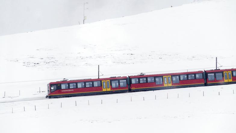 ทัวร์สวิตเซอร์แลนด์ ซูริค 7 วัน 4 คืน น้ำตกไรน์ นั่งรถไฟขึ้นยอดเขาจุงฟราว บิน การบินไทย