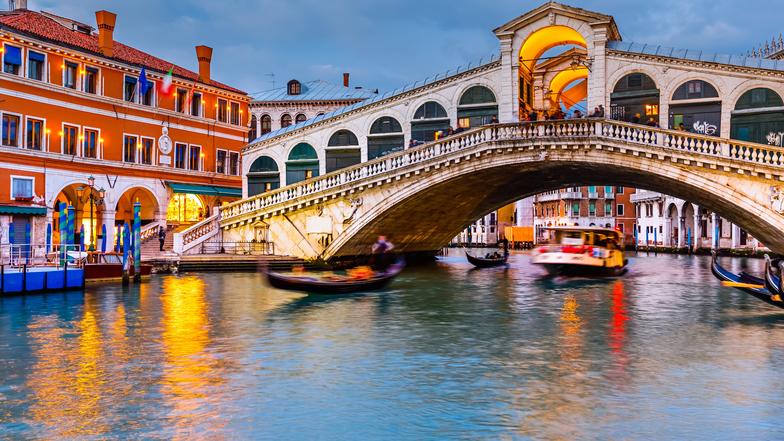 ทัวร์อิตาลี มิลาน เวนิส 8 วัน 5 คืน  มหาวิหารแห่งมิลาน  ล่องเรือชมเวนิส บิน Qatar Airways