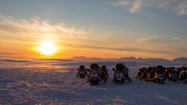 ทัวร์ไอซ์แลนด์ เรคยาวิก เรย์คอล์ท 10 วัน 7 คืน บลูลากูน ล่องเรือชมวาฬ ขับสโนว์โมบิลตะลุยธารน้ำแข็ง บิน การบินไทย